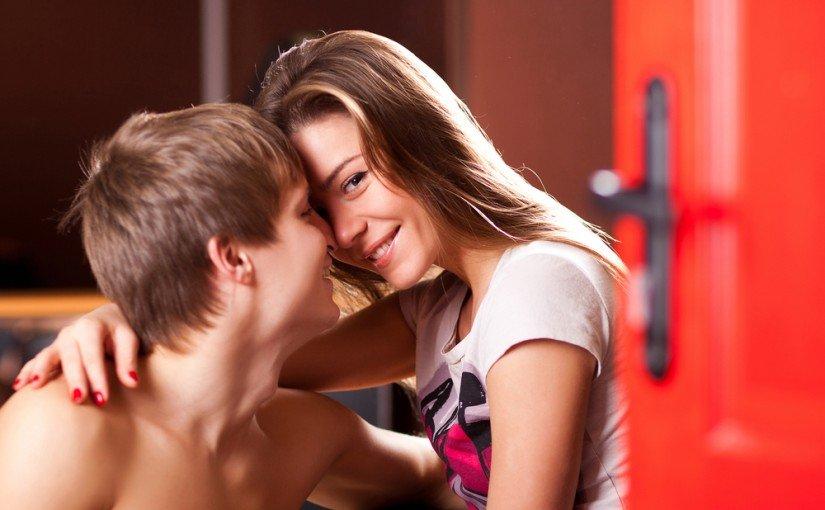 Articole sex – ghidul educației sexuale pentru tineri